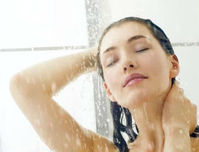 """""""Επιτρέπεται το καθημερινό μπάνιο κατά την διάρκεια της περιόδου ή όχι;"""" O γυναικολόγος του Youweekly.gr απαντά..."""