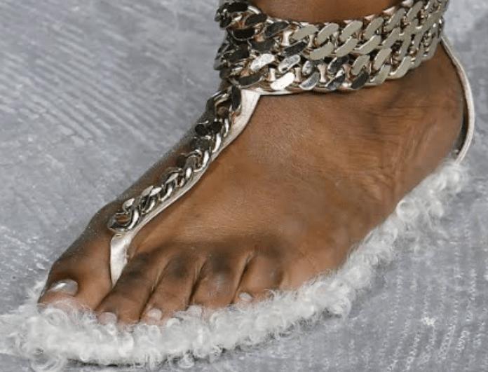 Fashion police! Τα χειρότερα παπούτσια που περπάτησαν στις πασαρέλες γνωστών οίκων μόδας!