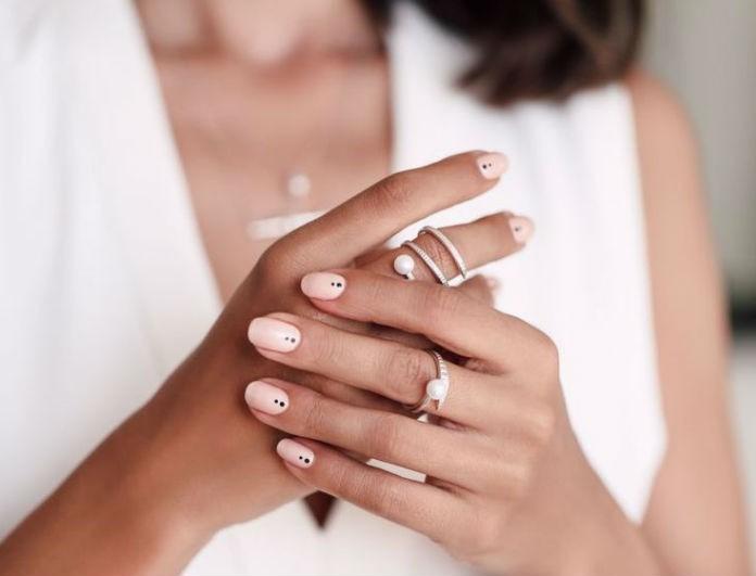 Η νέα τάση στα νύχια που φέρνει το καλοκαίρι πιο κοντά! Το manicure που πρέπει να τολμήσεις!
