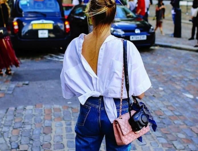 Fashion updated! Η νέα τάση που θέλει να φοράς τις μπλούζες σου ανάποδα!