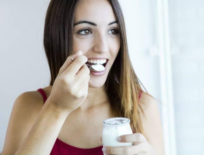 Γιαούρτι: Μην το φάτε... βάλτε το στα μαλλιά σας! Δείτε γιατί...