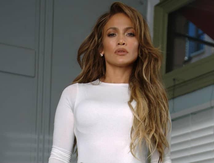 Kάντο όπως η Jennifer Lopez! Τα κομμάτια που χρειάζεσαι για να αντιγράψεις το βραδινό της λουκ!