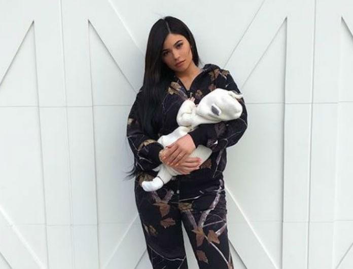 Σαν να μην γέννησε ποτέ! Η Kylie Jenner ένα μήνα μετά τη γέννα φωτογραφίζεται με τα εσώρουχα και το κορμί της...δεν υπάρχει!