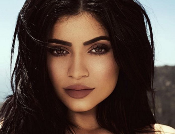 Η Kylie Jenner φόρεσε το πιο hot trend για την Άνοιξη 2018! Εσύ θα το τολμήσεις;
