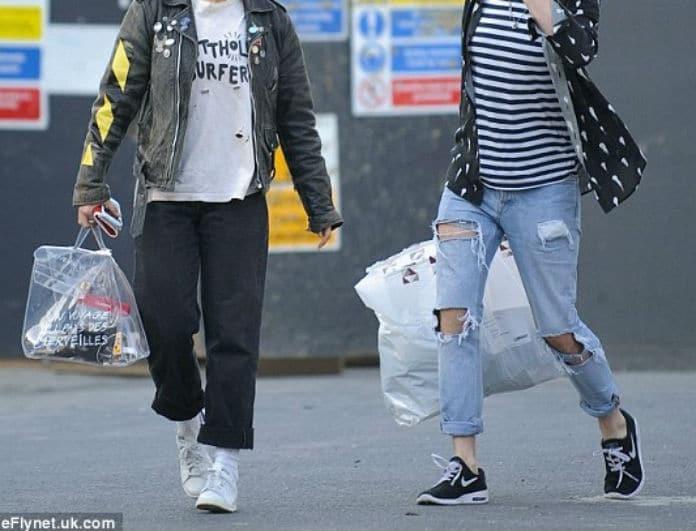 Η πανάκριβη τσάντα που μοιάζει σαν... πλαστική σακούλα και μας δίχασε! Εσύ θα την αγόραζες;