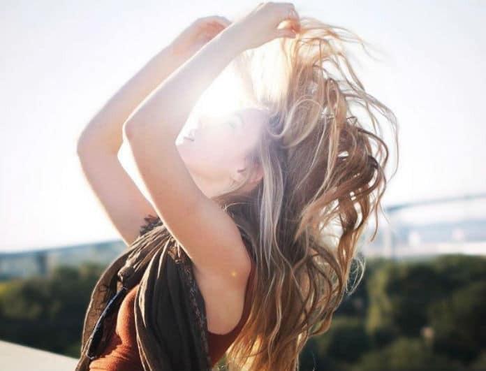 Χάρισε στα μαλλιά σου λάμψη! Κάνε αποτοξίνωση με 2 κινήσεις...
