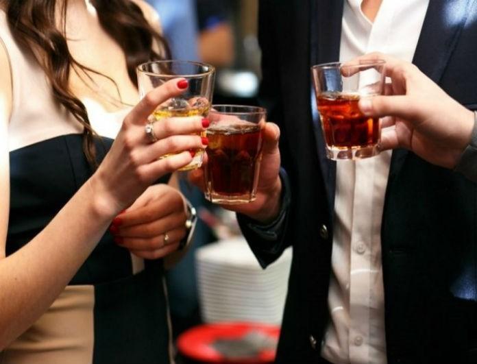 Προσοχή: Κι όμως τα παγάκια που σερβίρουν στα μπαρ μπορεί να… δηλητηριάσουν!
