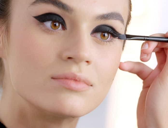 Έχεις βαρεθεί να μουτζουρώνεσαι κάτω από τα μάτια; 4  σωτήρια tips για να μην ξεβάφει η μάσκαρα!
