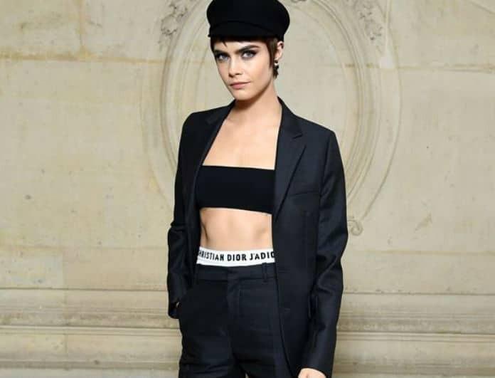 Φόρεσε το blazer  σαν την  Cara Delevingne! Το total black σύνολο που πρέπει να αντιγράψεις!