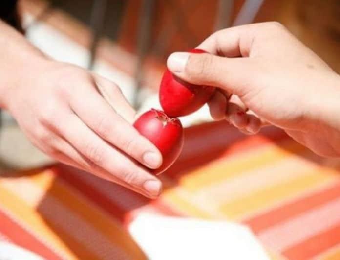 Θα σας χρειαστεί! Το απίστευτο κολπάκι για να μην χάνετε ποτέ στο τσούγκρισμα των αυγών!
