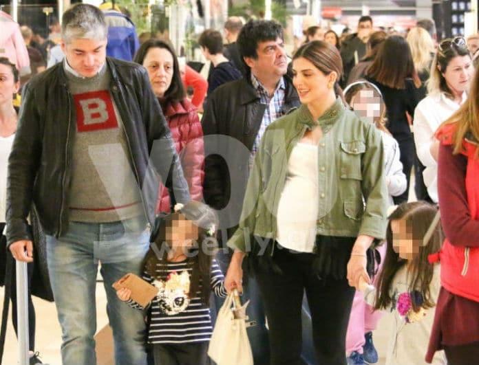 Σταματίνα Τσιμτσιλή - Θέμης Σοφός: Οικογενειακώς για ψώνια λίγο πριν τον τοκετό!