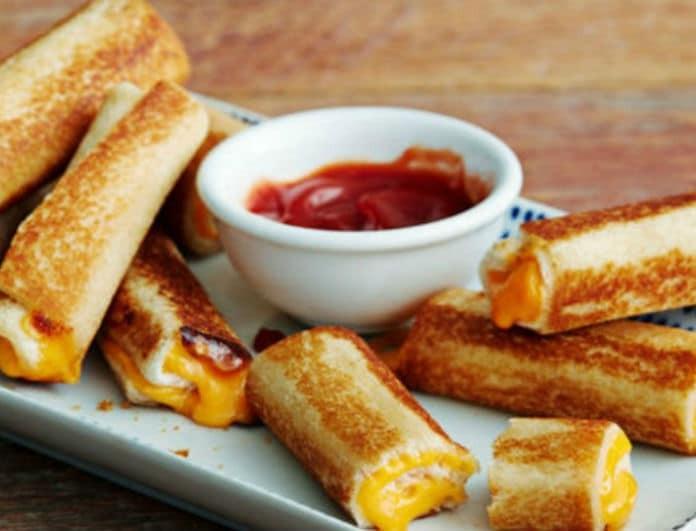 """Τραγανά roll ups με τυρί για να """"τσιμπήσεις""""!"""