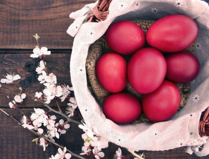 Μέχρι πότε μπορούν να μείνουν εκτός ψυγείου τα πασχαλινά αυγά και να καταναλωθούν;
