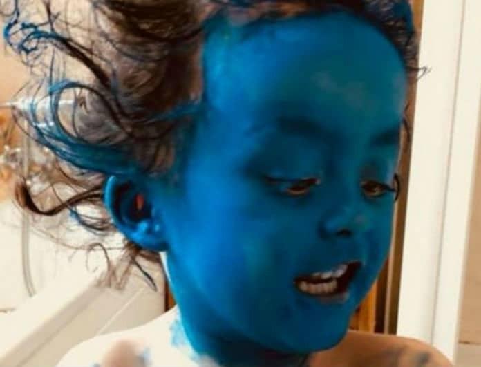 Επικό βίντεο: Γονείς άφησαν την κόρη τους 5 λεπτά μόνη της και... μεταμορφώθηκε σε στρουμφάκι!