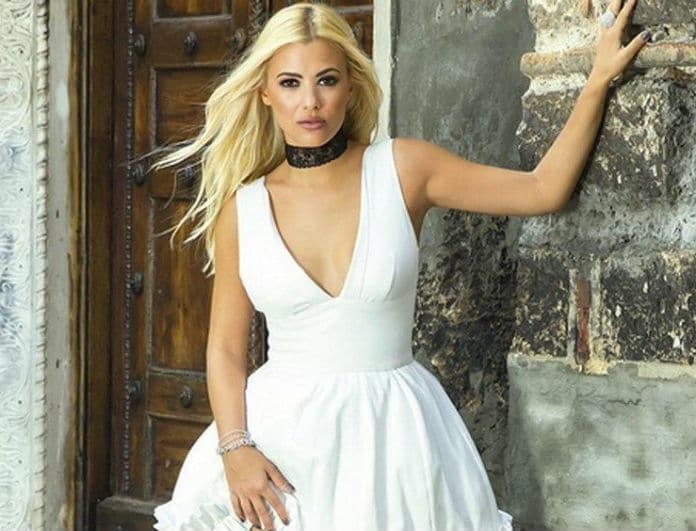 Λάουρα Νάργες: Φόρεσε το total black με τον πιο ανοιξιάτικο τρόπο! Το look που πρέπει να αντιγράψεις!