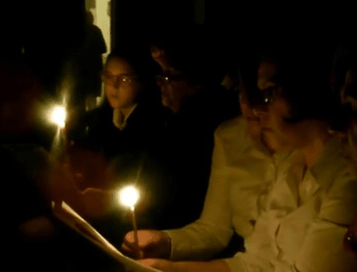 Συγκινητικό: Το θρηνητικό μοιρολόι της Παναγιάς στον Επιτάφιο της Νάουσας Πάρου! ( Video)