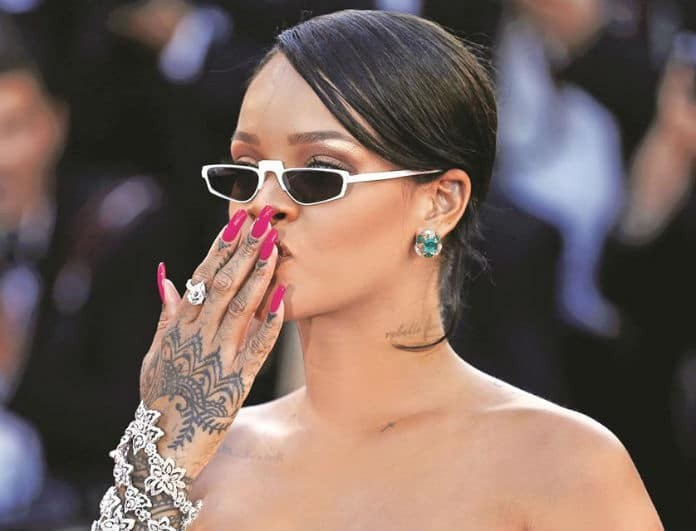 Girly manicure! Δες πως θα πετύχεις το trendy μανικιούρ της Rihanna!