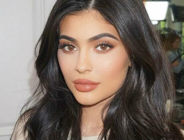 Kylie Jenner: Φόρεσε την πιο αμφιλεγόμενη τάση της φετινής σεζόν! Εσείς θα το τολμούσατε;