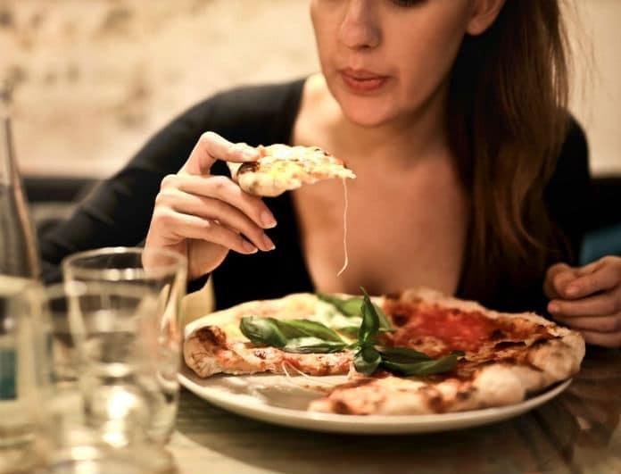 Έρευνα σοκ: Σε κάθε γεύμα καταπίνουμε 114 κομμάτια από...