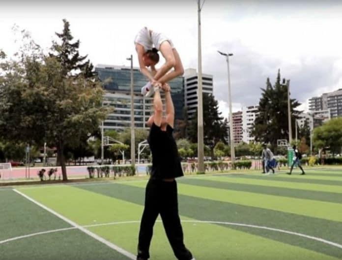 Άκρως εντυπωσιακό θέαμα: To κορίτσι «λάστιχο» που έχει γίνει viral! (Βίντεο)