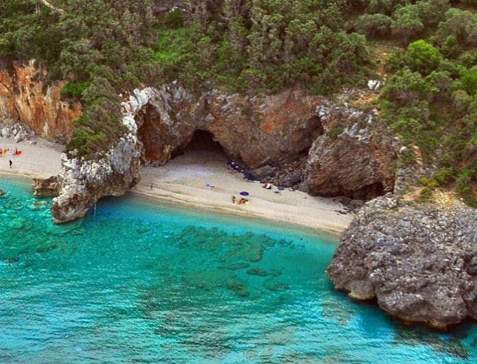 10 αξιοζήλευτες παραλίες στην ηπειρωτική Ελλάδα για τις καλοκαιρινές σας βουτιές! (photos)
