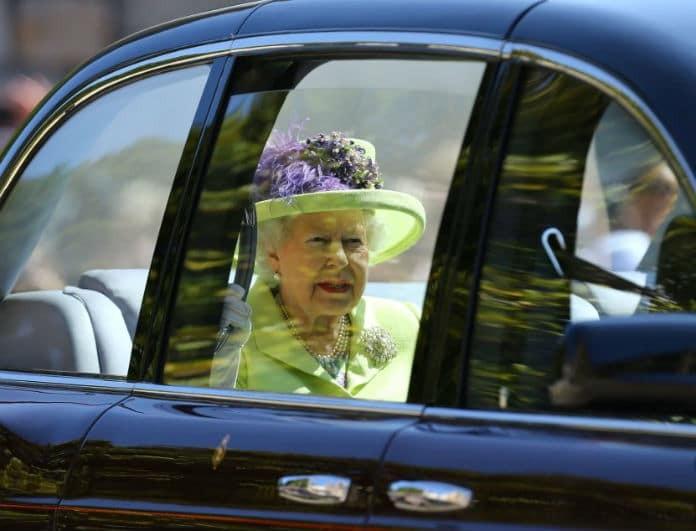 Βασιλικός γάμος: Το μοντέρνο look της Ελισάβετ! Με lime παλτό και καπελάκι!