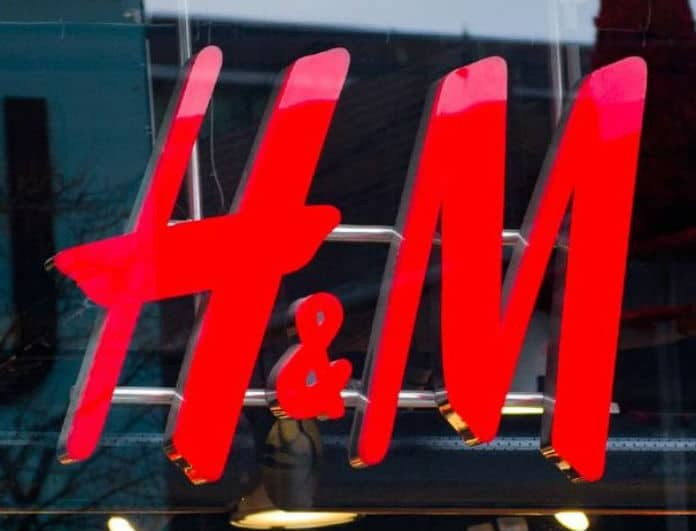 Shop it! Το οff shoulders φόρεμα από τα H&M που δεν πρέπει να λείπει από την γκαρνταρόμπα σου!