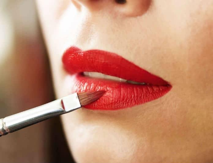 Glossy Lips: Η τάση που θα αγαπήσει κάθε γυναίκα! Πως θα φορέσεις το κόκκινο κραγιόν σου και το καλοκαίρι!