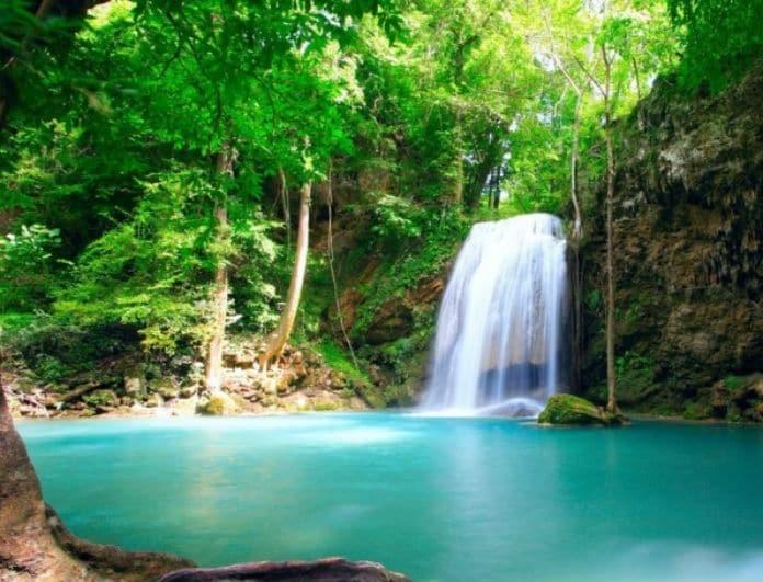 Που βρίσκεται η «μυστική» γαλάζια λίμνη της Ελλάδας; (photos)