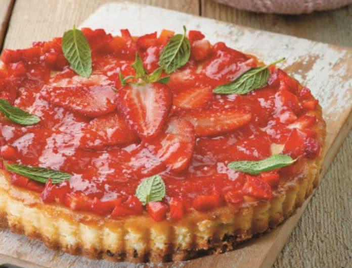 Η συνταγή που θα λατρέψετε! Cheesecake με μανούρι και φράουλες!
