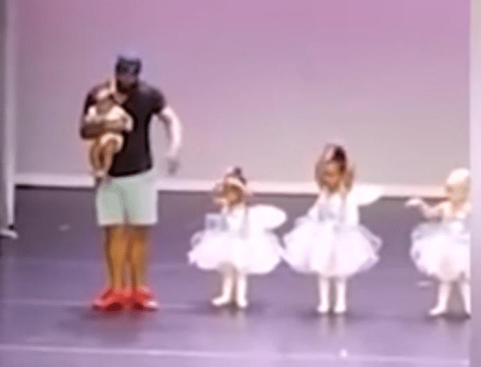 Το κοριτσάκι ντρεπόταν να χορέψει και ο πατέρας της ανέβηκε στην σκηνή μαζί της! Το βίντεο που συγκίνησε και έγινε viral σε λίγα λεπτά!