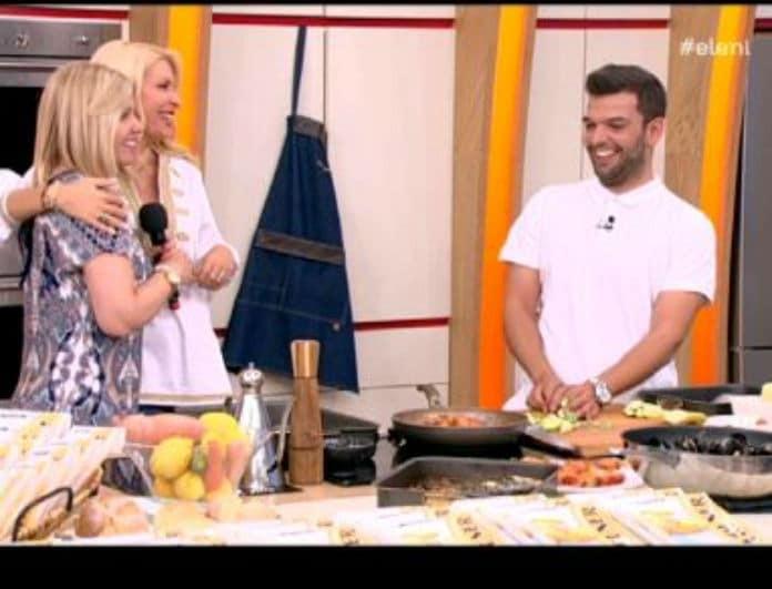 Στην κουζίνα με τη μαμά του ο σεφ της Μενεγάκη! Η θερμή υποδοχή της Ελένης! (Βίντεο)
