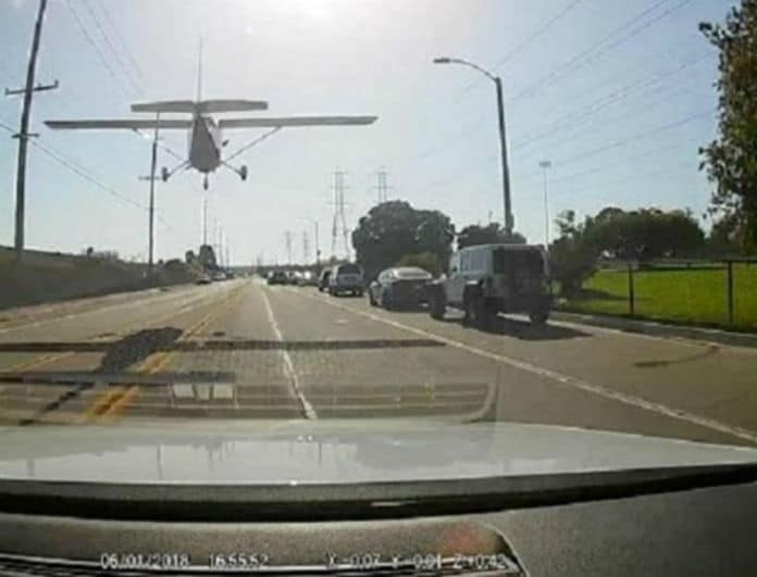 Αεροπλάνο μετέτρεψε δρόμο σε...αεροδιάδρομο (Βίντεο)