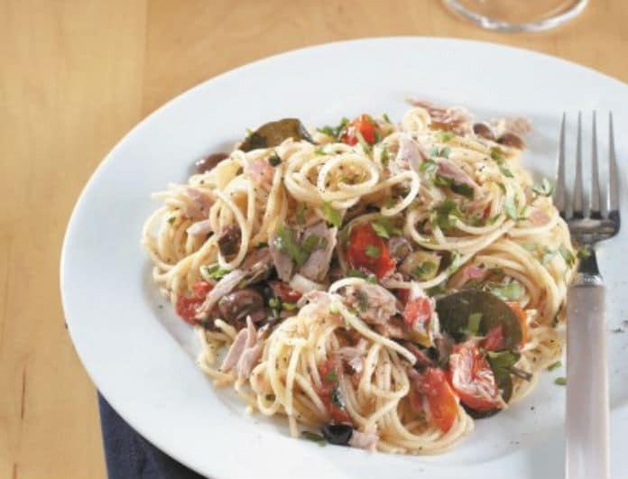 Mια συνταγή με νησιώτικό αέρα! Σπαγγέτι με τόνο Αλοννήσου- ντοματίνια και ελιές από τον Δημήτρη Σκαρμούτσο!