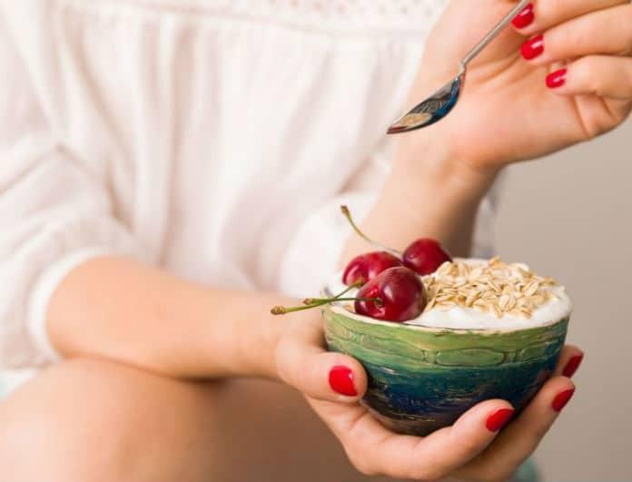 Ποιο σνακ θα σε βοηθήσει να χάσεις εκατοστά από την κοιλιά σου;