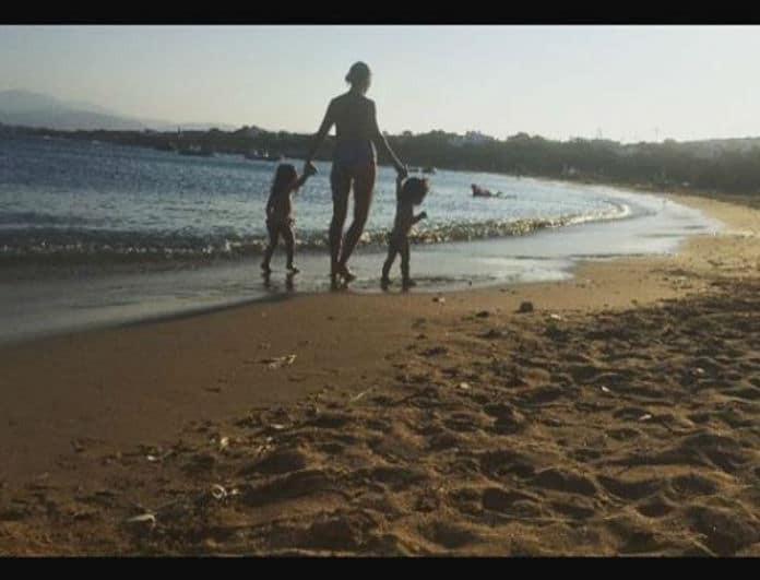 Μετράει αντίστροφα για το καλοκαίρι η Σταματίνα Τσιμτσιλή! Η τρυφερή φωτογραφία με τις κόρες της!