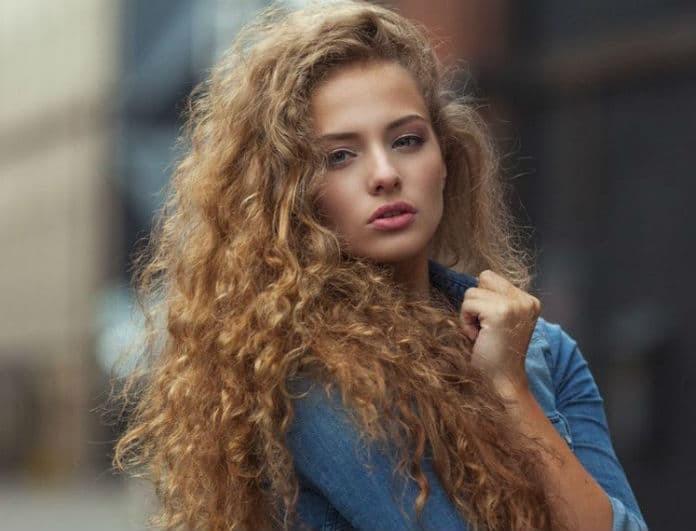 Υγρασία και φριζάρισμα: Μάθε το τρικ που θα κάνει τα μαλλιά σου πιο λεία από ποτέ!