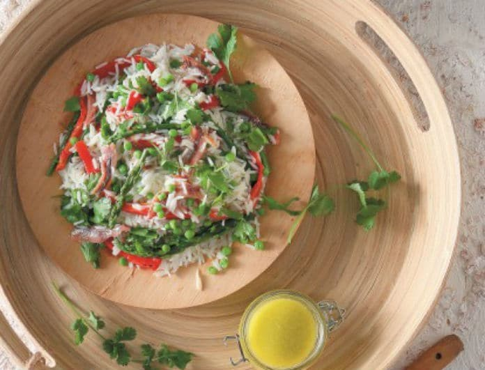 Μια διαφορετική σαλάτα με ρύζι- αρακά- σπαράγγια και αντζούγιες από την Ντίνα Νικολάου!