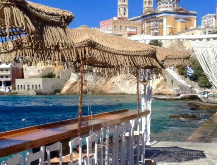 6 κορυφαία beach bar σε ελληνικά νησιά, σύμφωνα με τον Guardian