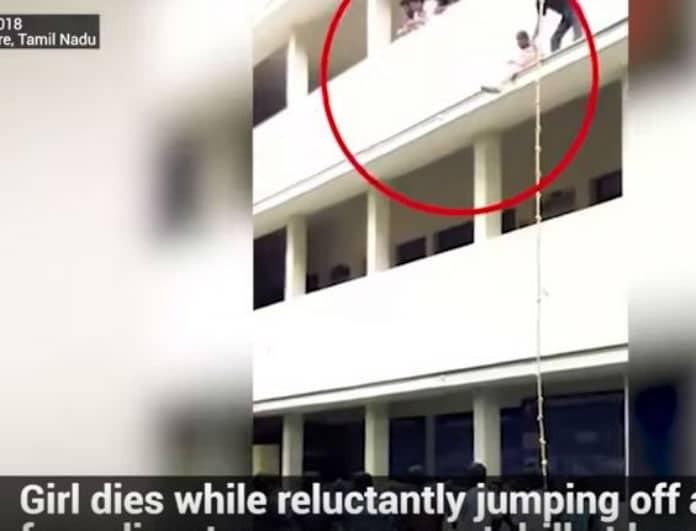 Βίντεο που κόβει την ανάσα! 19χρονη σκοτώθηκε πέφτοντας από τον 2ο σε άσκηση ασφαλείας! (Βίντεο)