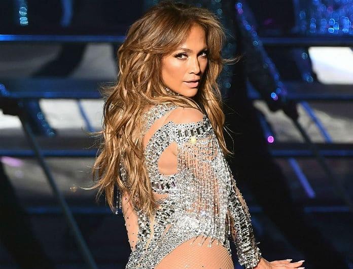 Θυμάστε την J Lo με καστανά μαλλιά; Ξεχάστε την! Έγινε κατάξανθη! Πως σας φαίνεται;
