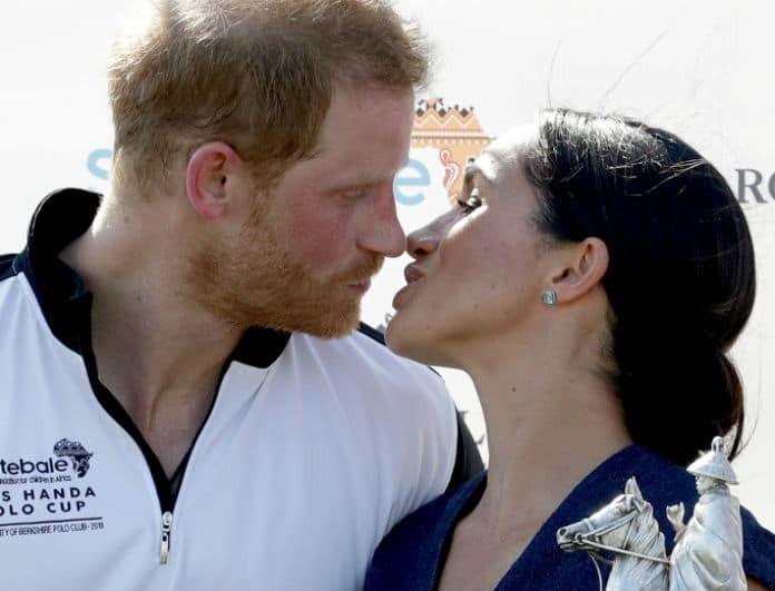 Η Μέγκαν και ο Χάρι παραβιάζουν (ξανά) το πρωτόκολλο! - Το παθιασμένο φιλί μπροστά στις κάμερες!