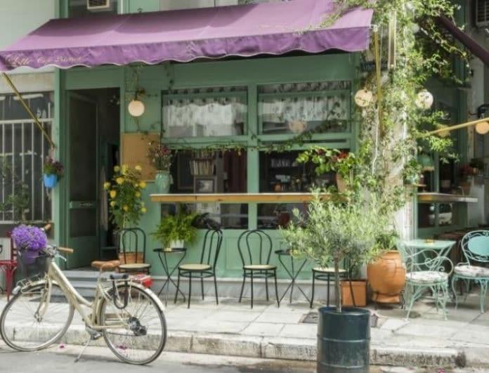 Το café-bistro στο Κουκάκι που ξεχωρίζει για την κρυμμένη γωνία του και θα σας φέρει άρωμα Γαλλίας!