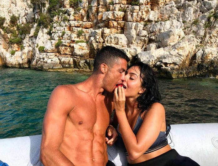 Οι πρώτες φωτογραφίες του Christiano Ronaldo από τις καλοκαιρινές του διακοπές στην Ελλάδα!