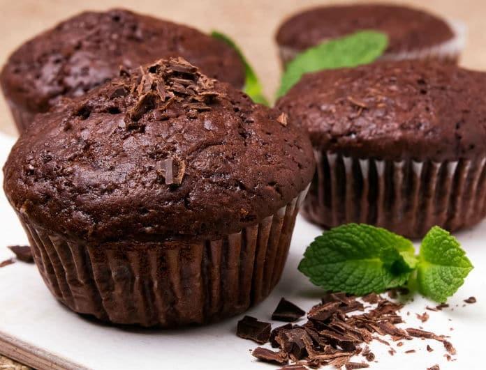 Η συνταγή της ημέρας: Σοκολατένια muffins με κολοκυθάκι και καρότο!