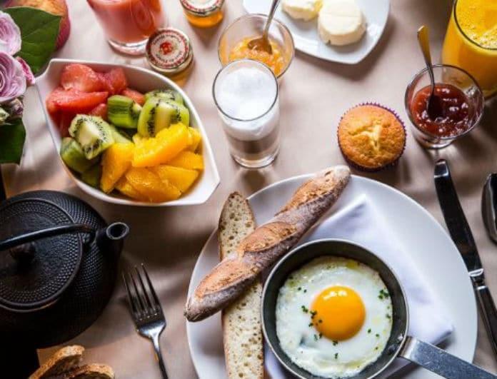 Time for brunch: Σάντουιτς με τυρί, μπέικον κι αβγό!