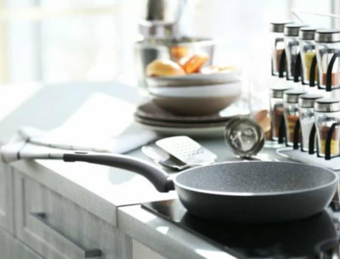 Πως να καθαρίσεις εύκολα τα καμμένα μαγειρικά σκεύη!