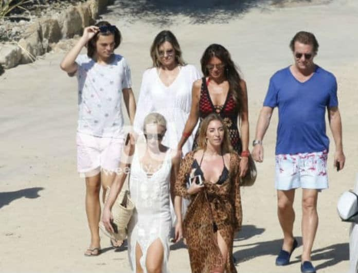 Και η Λιζ Χάρλει ψηφίζει Μύκονο! Η κορυφαία ηθοποιός με πρώην και το γιο τους στο νησί των Ανέμων!