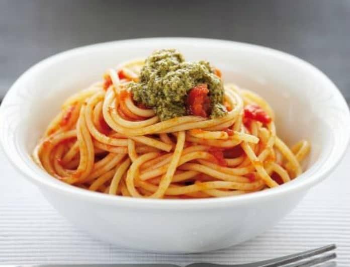 H συνταγή της ημέρας:  Δίχρωμη μακαρονάδα από τον Ηλία Μαμαλάκη!