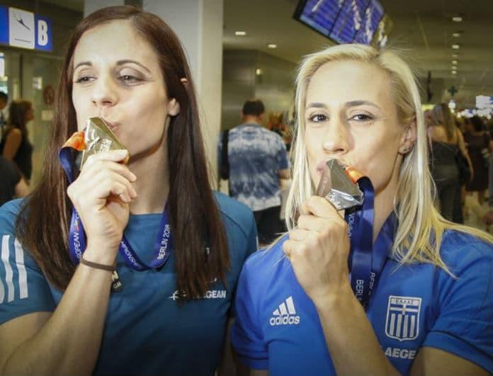 Κατερίνα Στεφανίδη - Νικόλ Κυριακοπούλου: Θριαμβευτική επιστροφή στην Ελλάδα! (φωτογραφίες)